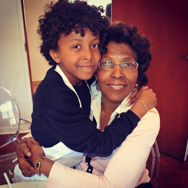 J'adore cette photo de Julien et sa grand-mère (ma mère) ?Sometimes it's good to stop to realize how blessed you are! #beautiful #family #reminder #thankyou #blessed #mother #grandmother #grandson